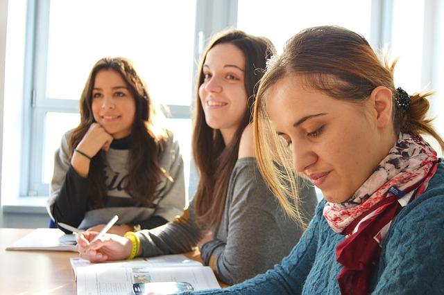 tři studentky