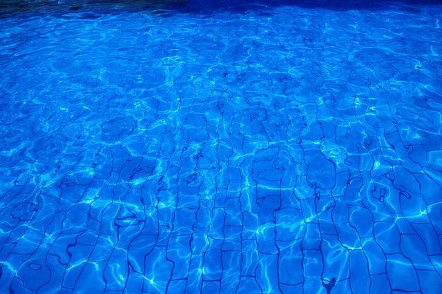 napuštěný bazén.jpg