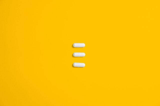 tři bílé pilulky